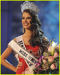 Stefania Fernandez Is Crowned Miss Universe 2009