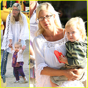 Tori Spelling's Kids Play At The Park