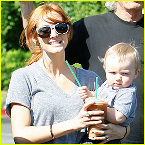 Ashlee Simpson: Starbucks Stop with Bronx!