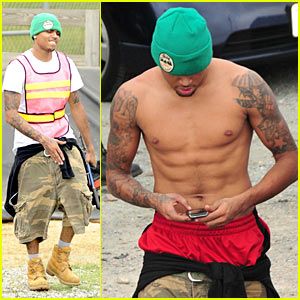 Chris Brown: Shirtless Volunteer Work!