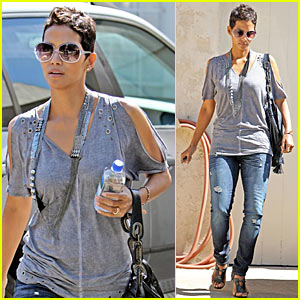 Halle Berry Goes To Church!