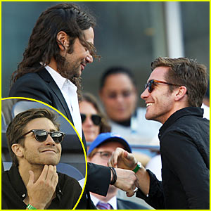 Jake Gyllenhaal & Constantine Maroulis Shake It Off