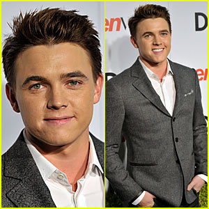 Jesse McCartney Needs A New Makeup Artist