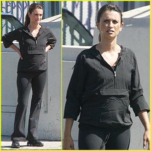Penelope Cruz: Baby Bump Cover-Up!