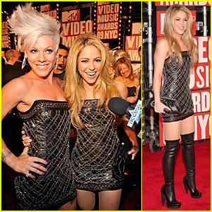 Shakira and Pink - MTV VMAs 2009