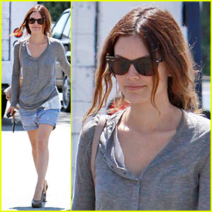 Rachel Bilson Gets Pickpocketed... On Screen