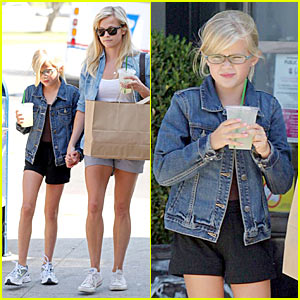 Reese Witherspoon & Ava Phillippe: Lemonade Lovely