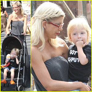 Tori Spelling Frequents The Flea Market