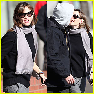 Ben Affleck & Jennifer Garner: Kissing Couple