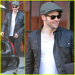Chris Pine & John Krasinski: Same Father? Sort Of!