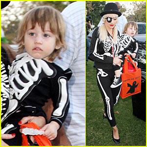 Christina Aguilera is a Skeleton Pirate