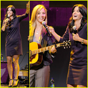 Courteney Cox & Lisa Kudrow: Smelly Cat Revival