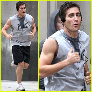 Jake Gyllenhaal Bulges His Biceps
