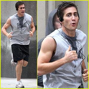Jake Gyllenhaal Bulges His Biceps