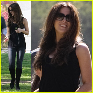 Kate Beckinsale & Her Family Walk The Dog
