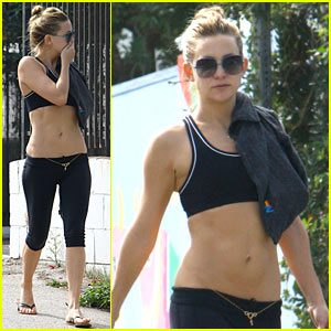 Kate Hudson Flaunts Toned Tummy