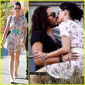 Katy Perry & Russell Brand: Kissing Couple