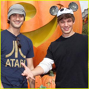 90210's Matt Lanter & Michael Steger: Disneyland Dudes