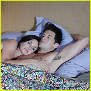 Nick Zano: Cougar Town Shirtless!