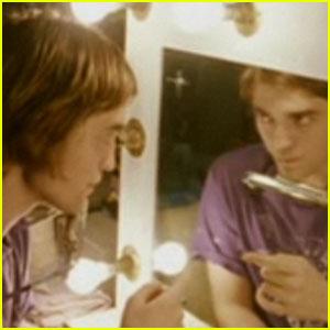 Robert Pattinson Sings 'I'm Doing Fine'