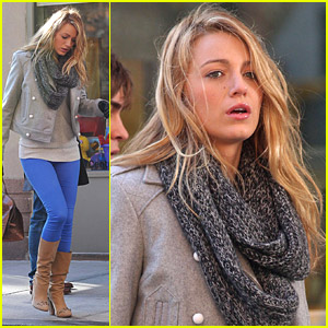 Blake Lively: Blue Leggings Lovely