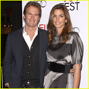 Cindy Crawford Releases Statement on Extortion Attempt