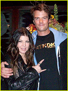 Josh Duhamel & Fergie Do Dinner: Photo Inside!