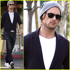 Gabriel Aubry Picks Up Groceries for His Girls