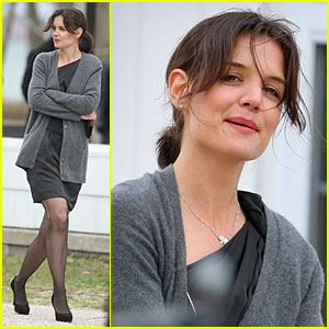 Katie Holmes: Run In Her Stockings