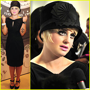 Kelly Osbourne Shows Off Her Swatches