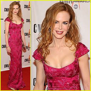 Nicole Kidman Hits CMA Awards 2009