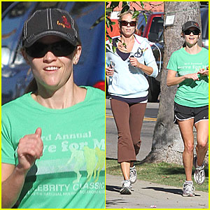Reese Witherspoon Works Up A Sweat