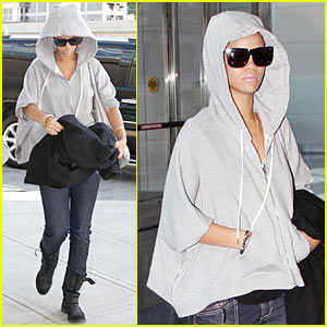 Rihanna: Hoodie Hidden