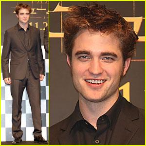 Robert Pattinson: Love Affair Is False