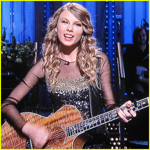 Taylor Swift Blows Taylor Lautner A Kiss During SNL Monologue