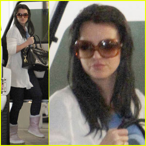 Britney Spears is Back To Black