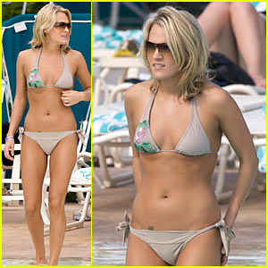 Carrie Underwood: Bikini Beach Babe!