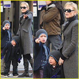 Cate Blanchett and Her Boys Grab A Cab