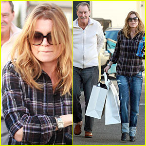 Ellen Pompeo Airs Out Her Elbows