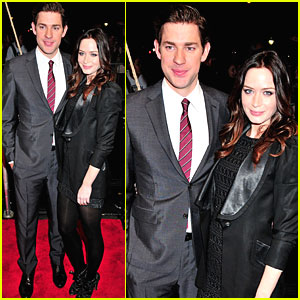 John Krasinski & Emily Blunt Check Out 'It's Complicated'