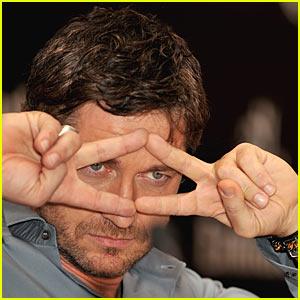 Gerard Butler: Pulp Fiction Fingers