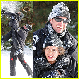Hugh Jackman: Snowball Fight!