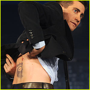 Jake Gyllenhaal Gets Back Tattoo of Pittsburg Steelers!