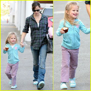 Jennifer Garner & Violet Affleck: Donut Fix!