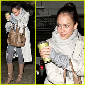 Jessica Alba Shops For Her Whole Foods Family