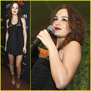 Leighton Meester Celebrates Robin Thicke's New Record