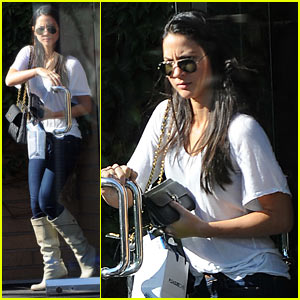 Olivia Munn Buys Condoms Sans Chris Pine