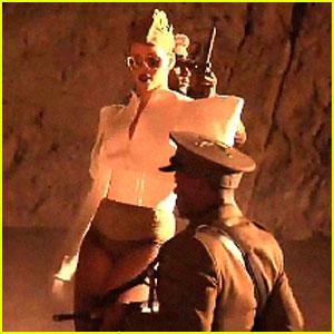 Rihanna: 'Hard' Video World Premiere!
