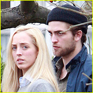Robert Pattinson Bonds With His Sister