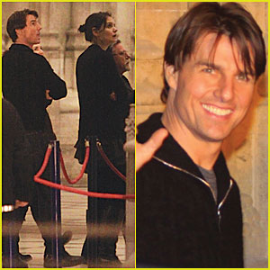 Tom Cruise & Katie Holmes Check Out Seville Cathedral